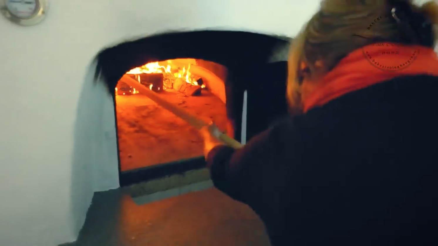 Vedfyrt ovn fra Italia